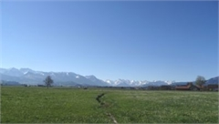 Herrlich gelegenes, teilerschlossenes Baugrundstück mit Panoramablick in Burgberg